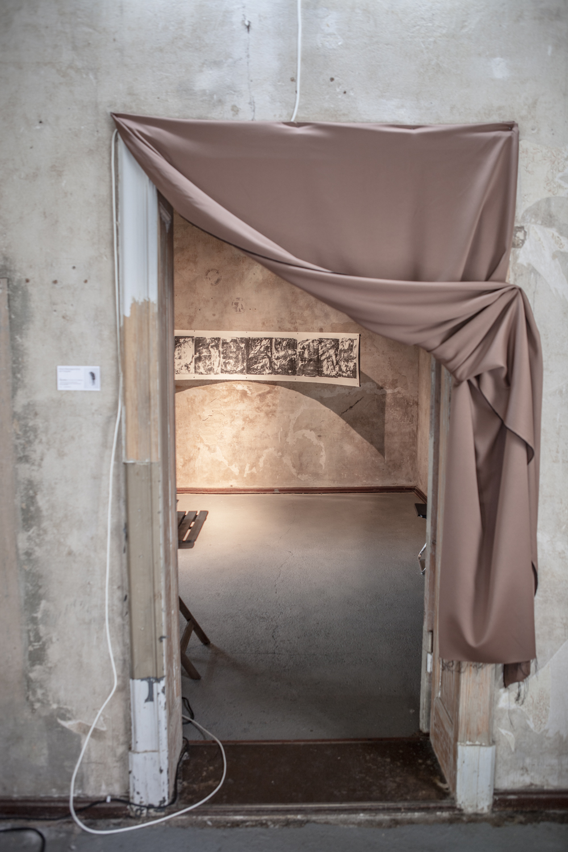 Eingang der Ausstellung Lumen-Amen: Transformationen des Lichts